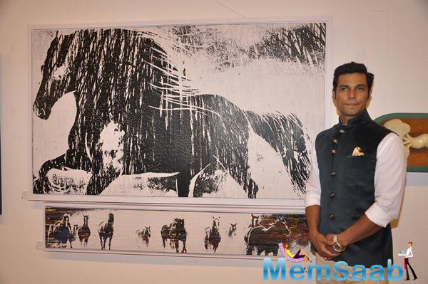 Randeep Hooda Pose With A Beautiful Art During It's Exhibition