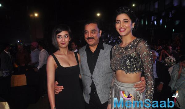 Kamal Haasan Strikes A Pose With Daughters Akshara And Shruti Haasan At Shamitabh Music Launch Event