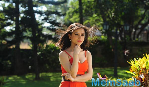 Suzanna Mukherjee Stunning Beautiful Look Still From Badmashiyan Movie