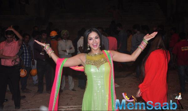 Sunny Leone Looked Gorgeous In Her Simple Desi Avatar On The Sets Of Film Ek Paheli Leela