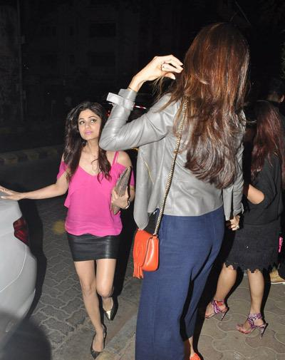 Shilpa Shetty And Shamita Shetty Snapped At Olive Bar