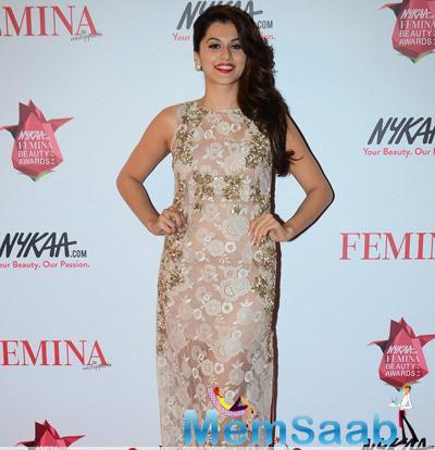 Taapsee Pannu Looks Elegant At Femina Beauty Awards 2015