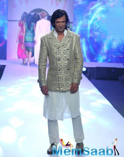 Kay Kay Menon Walks The Ramp For Jabong Online Fashion Week In Delhi