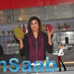 Farah Khan Pose With Vegetables During Her Show Launch Event