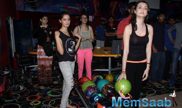 Vaishali Enjoyed A Game Of Bowling At An Event Held To Promote Her Upcoming Film Solid Patels