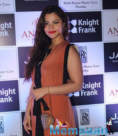Konkana Bakshi Cool Look During The Anmol Jewellers Era Of Design Fashion Show