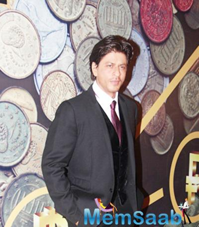 Shah Rukh Khan Honoured With The Global Icon Of The Year Title At Times Now ICICI NRI Of The Year Award Function