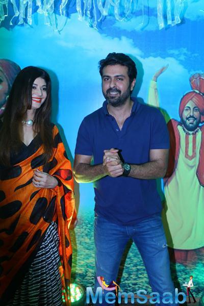 Pooja Batra And Harman Baweja Cool Look During Baisakhi 2015 Celebrations