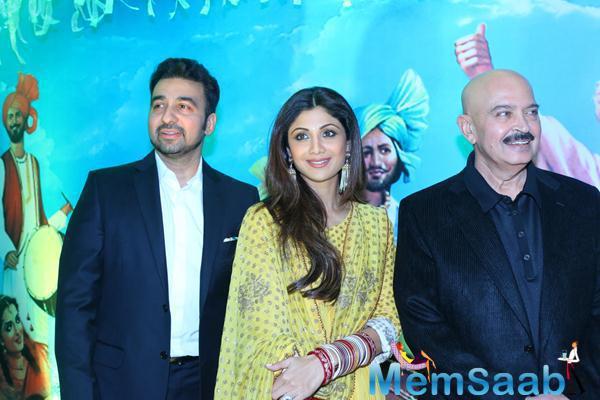 Raj Kundra With Wife Shilpa Shetty And Rakesh Roshan Posed During Baisakhi 2015 Celebrations