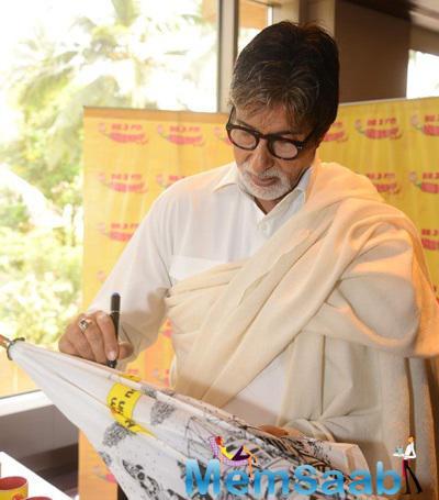 Amitabh Bachchan Gave His Autograph On The Umbrella At The Studio