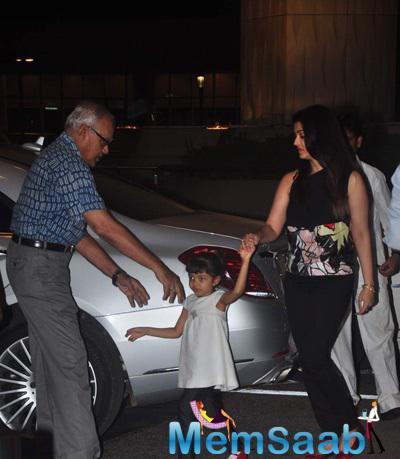 Aishwarya And Aaradhya Spotted At The Mumbai International Airport
