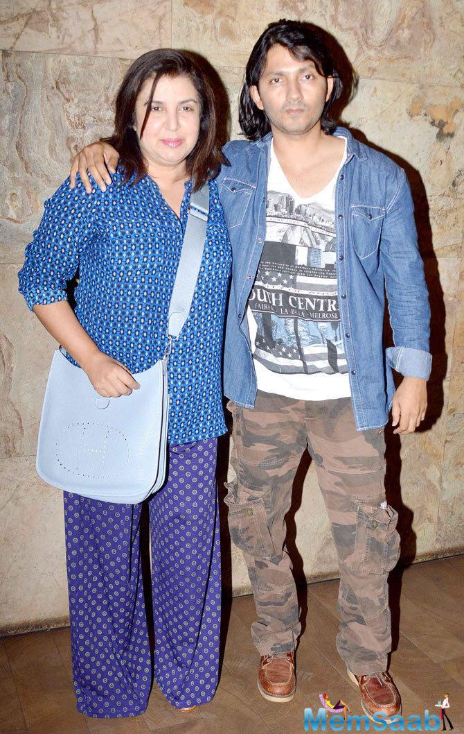 Farah Khan Posed With Hubby Shirish Kunder Posed At The Screening Of Tanu Weds Manu Returns