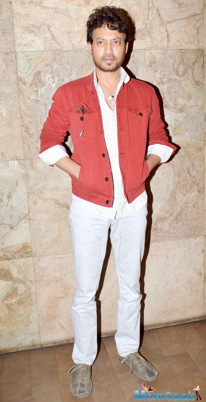 Irrfan Khan Strikes A Pose During The Screening Of Tanu Weds Manu Returns