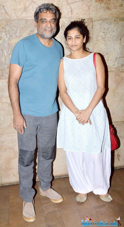 R. Balki Cool Posed With Wife Gauri Shinde During The Screening Of Tanu Weds Manu Returns