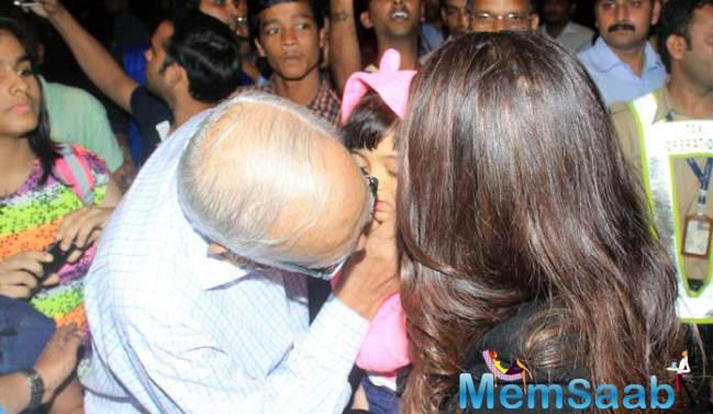 Aishwarya's Father Krishnaraj Rai Kissing Grand Daughter Aaradhya Welcome