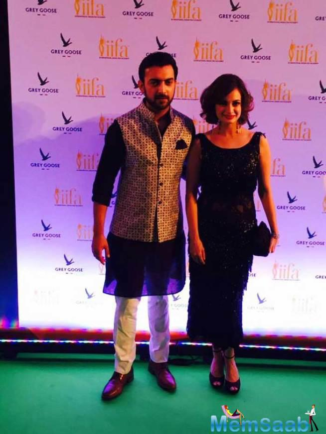 Dia Mirza, Dressed In A Rocky S Vintage Style Tunic, And Sahil Sangha Walk The Green Carpet