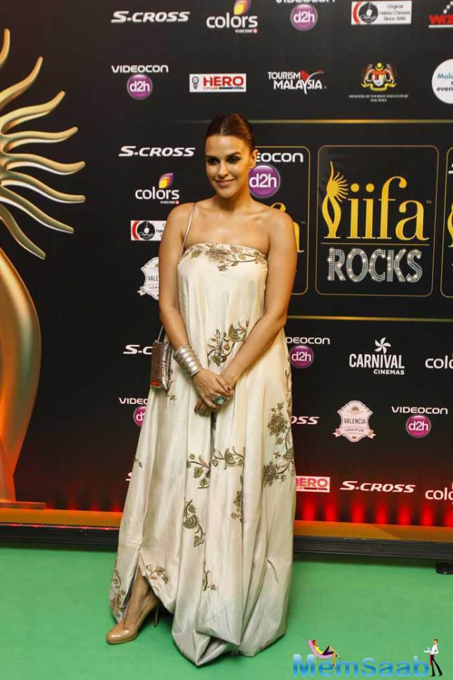 Neha Dhupia Looked Stunning As She Walked The Green Carpet