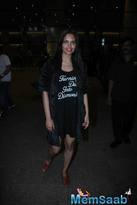Esha Gupta Opted Cool And Casual Outfit When She Leave For IIFA