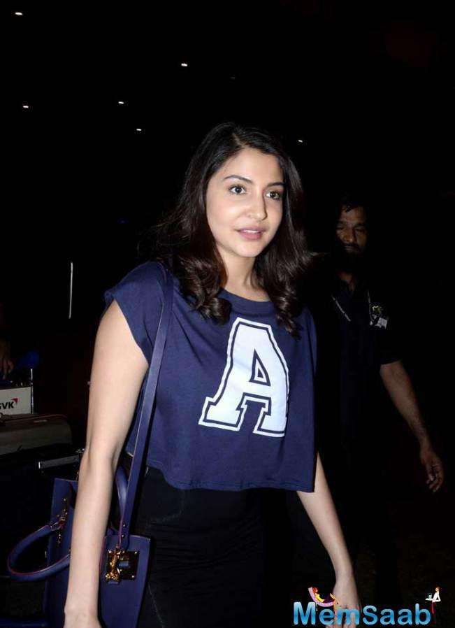 Anushka Sharma Dressed Casually And Looking Pretty As Ever