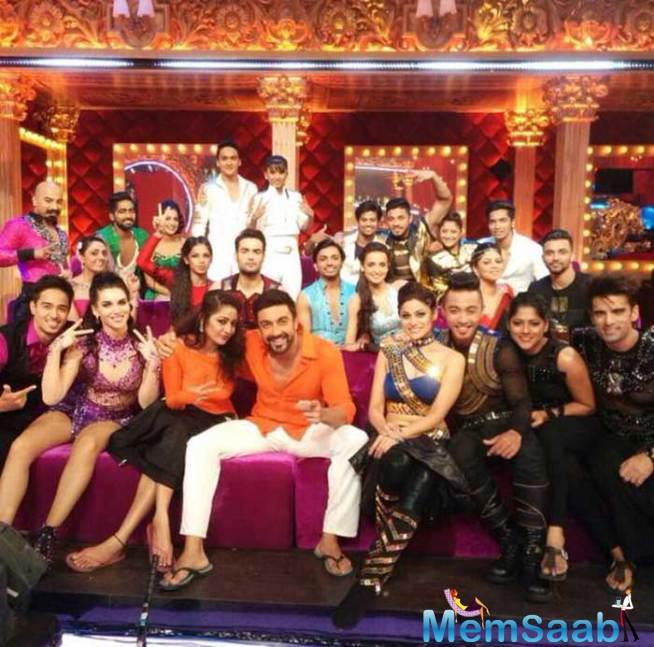 The Whole Team Of Jhalak Dikhhla Jaa 8 Clicks A Picture Together