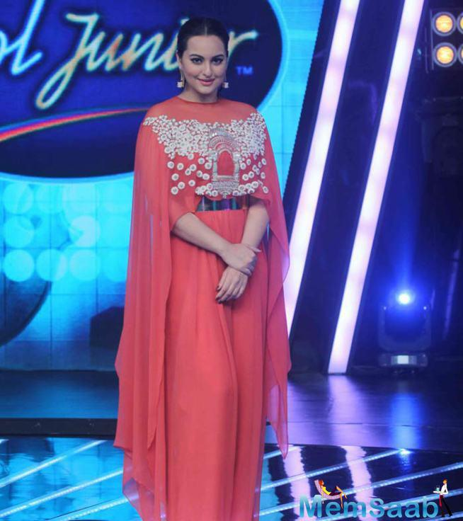 Sonakshi Sinha Looked Pretty In This Outfit