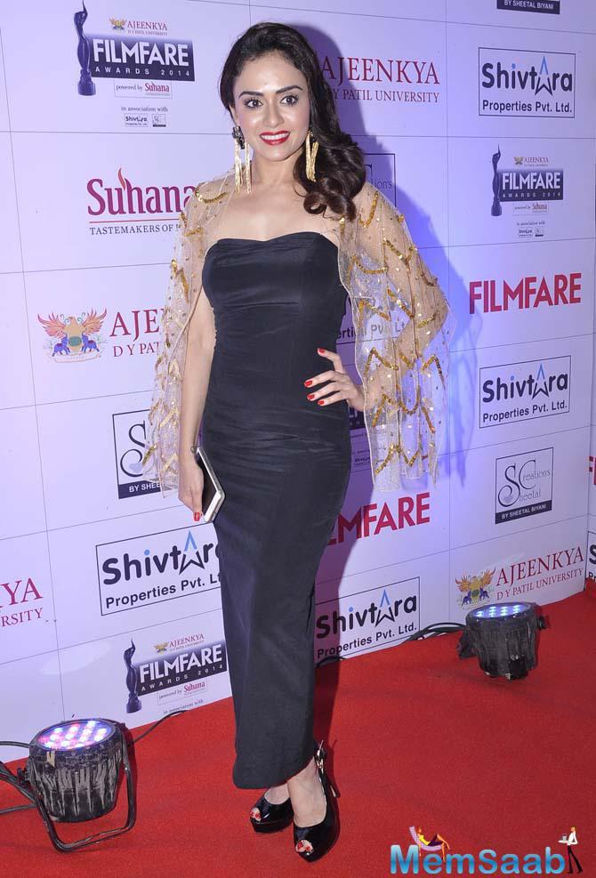 Stunning Marathi Actress Amruta Khanvilkar Arrived At MFA 2015