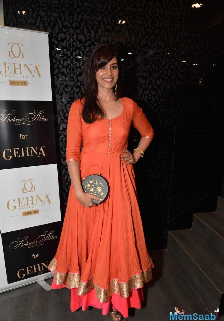 Sonali Kulkarni Was Seen Wearing A Smart Orange Indian Attire