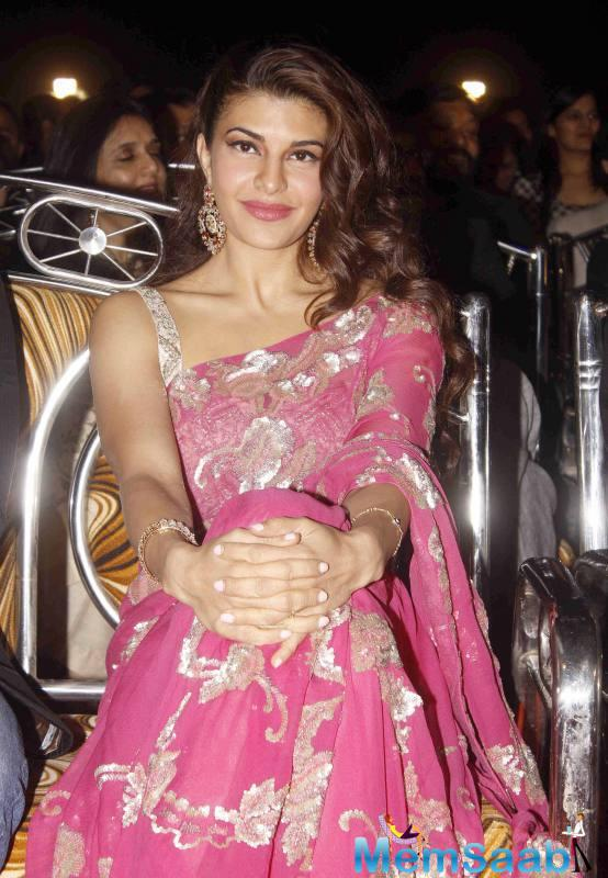 Jacqueline Kept Her Fashion With Pink Heavy Netted Saree At Umang Police Show