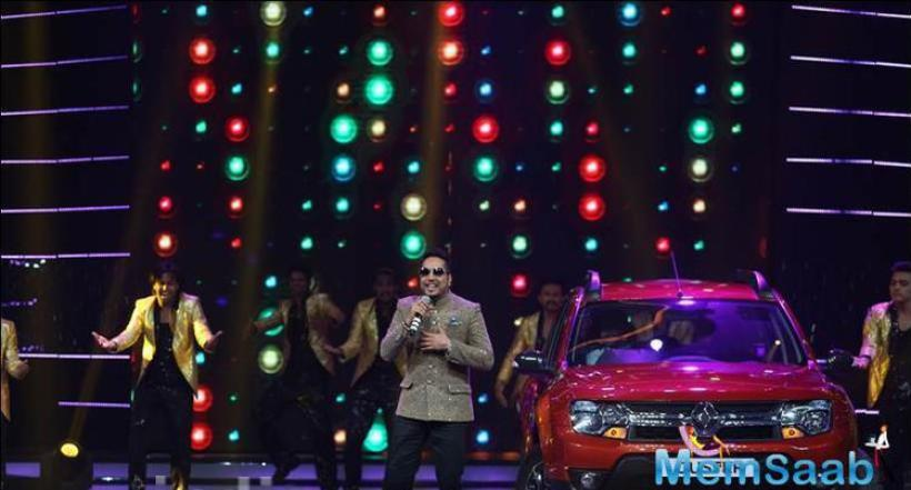 Punjabi singer Mika Singh, who has made his own place in the industry entertained the audience with his old songs and especially the new song Billo