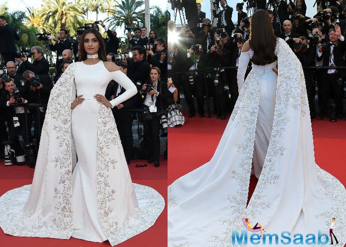 Sonam, who is as well representing the cosmetic brand, said she liked the colors and felt Aishwarya carried it away with