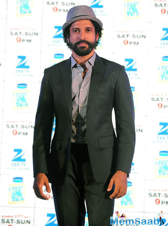 Farhan Akhtar, who has written  dialogues for films like Zindagi Na Milegi Dobara (2011) and Dil Dhadakne Do (2015), has a new project. The actor will host an award function and has resolved to write the script for it.
