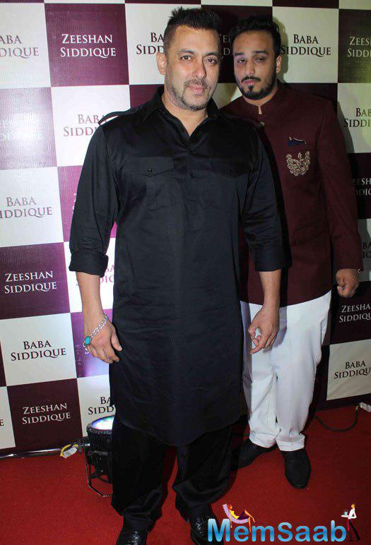 Salman Khan snapped in a traditional outfit for the baba siddique's iftar party