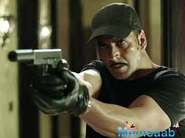 Akshay Kumar has begun shooting for Naam Shabana, which is a sequel to his 2015 film, Baby.