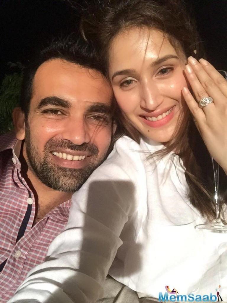 Cricketer Zaheer Khanannounced his engagement to actress Sagarika Ghatge on Twitter on Monday evening.