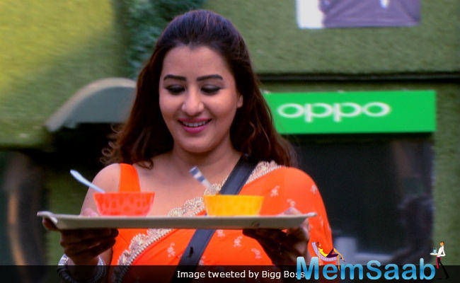 While Shilpa was the headliner of the night, a considerable amount of limelight was also on Hina Khan, who was in the list of top two contestants.