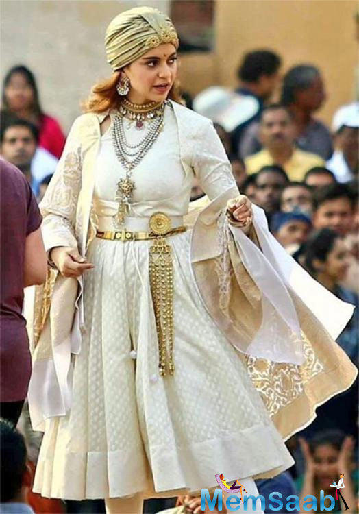 """Explaining why these issues are impacting the release date of Manikarnika, the source adds, """"Many filmmakers are opting to go for multiple VFX studios to do different parts of their films,"""