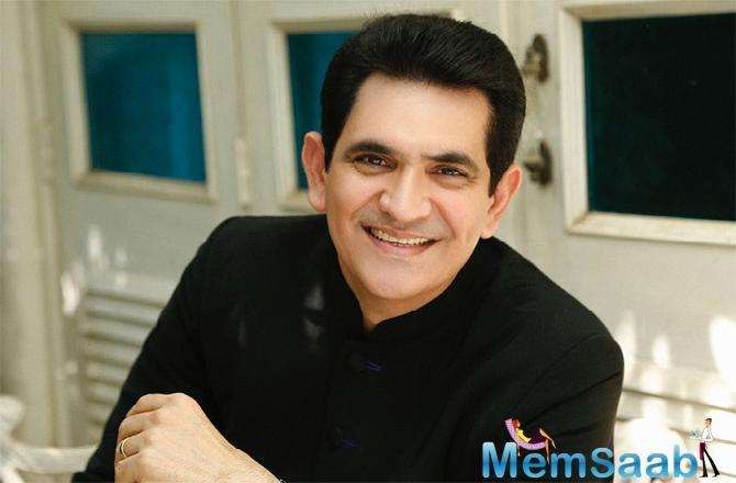 Biopic maestro Omung Kumar who is currently busy directing his next film PM Narendra Modi across Gujarat has been working on his Gujarati while on location and interacting with the locals.