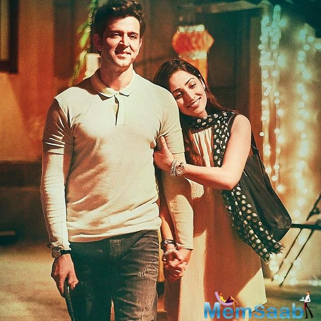 Hrithik Roshan has cast his spell on the female fans as the poster of his film 'Kaabil' releases in China.