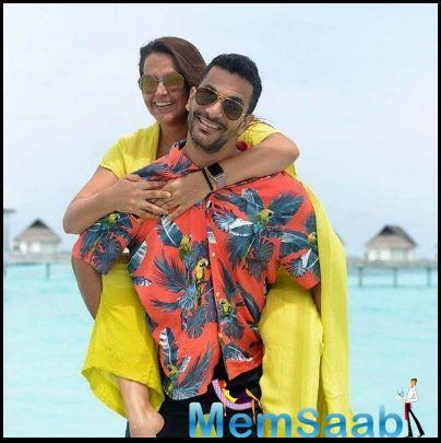 Neha enjoyed a piggyback ride on hubby Angad Bedi's shoulders but it was just for a moment.