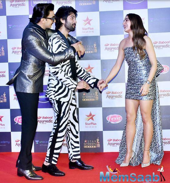 Later, Shahid Kapoor joined the party. Looking at the picture, it seems Shahid is calling out Sara for running late, with Ranveer enjoying the moment.