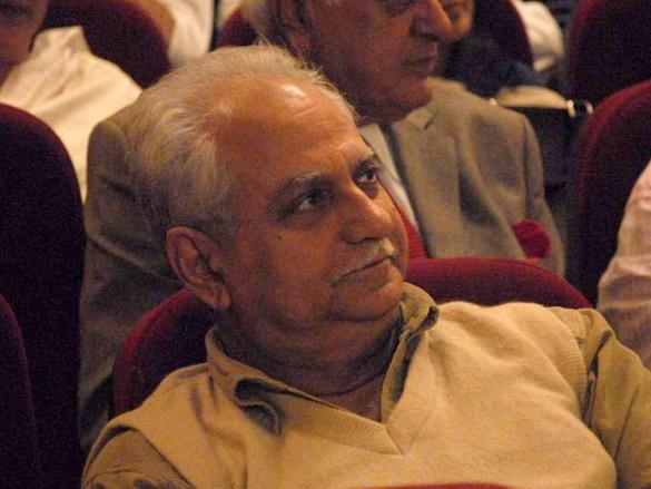 Celebs at Anupam Kher's father's prayer meet