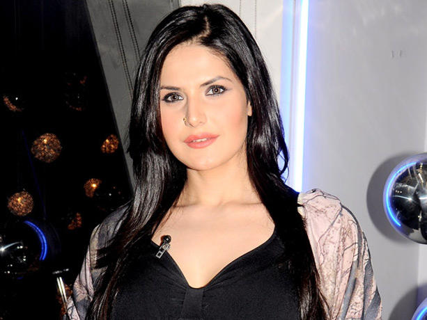 Gorgeouus Beauty Zarine Khan Promote Housefull 2