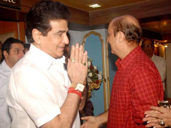 Jeetendra at Anupam Kher's father's prayer meet