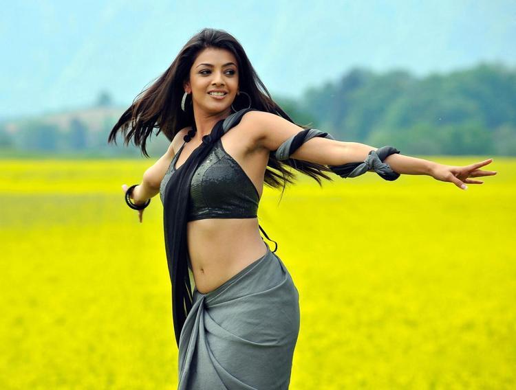 Kajal Agarwal Hot Saree Sexy Belly Pic