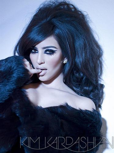 Kim Kardashian Latest Romancing Sexy Photo Shoot