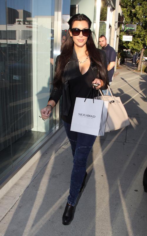 Kim Kardashian Leaked Pictures During Shopping