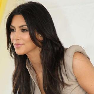 Kim Kardashian Sizzling Picture With Black Hair