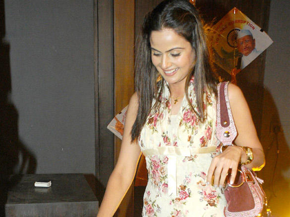 Nandini Singh at Viren Shah's Happy Slappy party