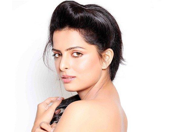 Ruhi Chaturvedi sexy photo shoot