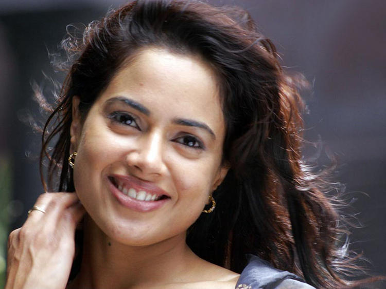 Sameera Reddy Hot Look Wallpaper